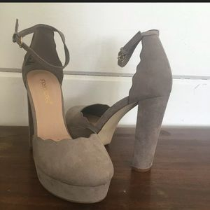 SHOEDAZZLE FAUX SUEDE 7.5 Platform Heel Chunky
